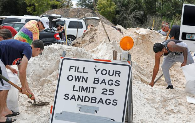 Local residents fill sandbags to protect their homes ahead of the arrival of Hurricane Dorian in Kissimmee, Florida, U.S. August 30, 2019. REUTERS/Gregg Newton