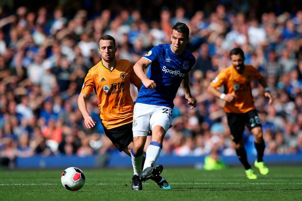 Mason Holgate of Everton runs with the ball with pressure from Diogo Jota of Wolverhampton Wanderers. Photo: Jan Kruger/Getty Images