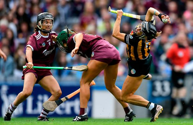 Katie Power of Kilkenny in action against Heather Cooney, centre, and Aoife Donohue of Galway. Photo: Piaras Ó Mídheach/Sportsfile