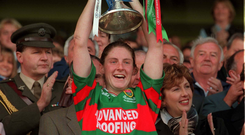 Mayo Captain Diana O'Hora lifts the Brendan Martin Cup in 1999. Photo: Sportsfile