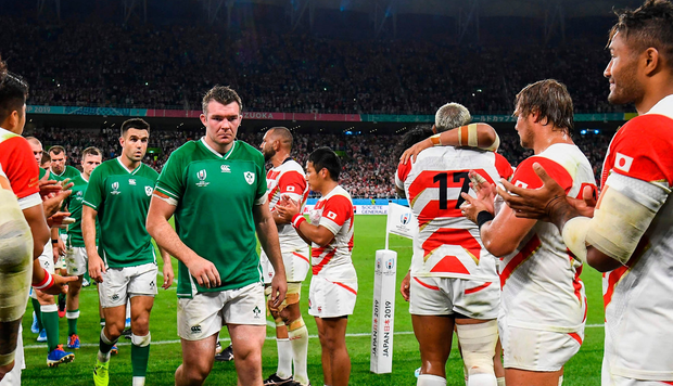 Irish flanker Peter O'Mahoney (center, L) and Iraqi halftime star Connor Murray walk the pitch applauded by Japanese footballers after a Japan 2019 Rugby World Cup match between Japan and Ireland on September 28, 2019. (Photo: William West / AFP) William West / AFP / Getty Images