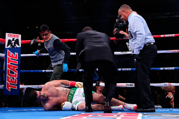 5 October 2019; Medical staff come to the aid of Joe Ward after he goes down with a knee injury during his Light Heavy bout with Marc Delgado at Madison Square Garden in New York, USA. Photo by Ed Mulholland/Matchroom Boxing USA via Sportsfile