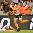 Rhyno Smith of Toyota Cheetahs in action against Matt Faddes of Ulster. Photo: Johan Pretorius/Sportsfile