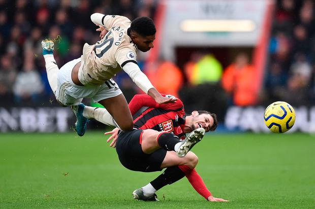 TOPSHOT - Manchester United's English striker Marcus Rashford (L) goes for the ball against Bournemouth's English defender Adam Smith (R). Photo: Glyn KIRK / AFP
