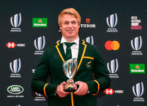Alun Wyn Jones World Rugby Mens 15s Player of the Year award winner Pieter-Steph du Toit of South Africa poses with the trophy following the World Rugby Awards 2019 ceremony in Tokyo on November 3, 2019. (Photo by Kazuhiro NOGI / AFP) (Photo by KAZUHIRO NOGI/AFP via Getty Images)