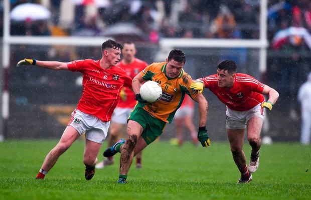 Dylan Wall of Corofin in action against Ben O'Connell, left, and Conor Rhatigan of Tuam Stars Photo: Daire Brennan/Sportsfile