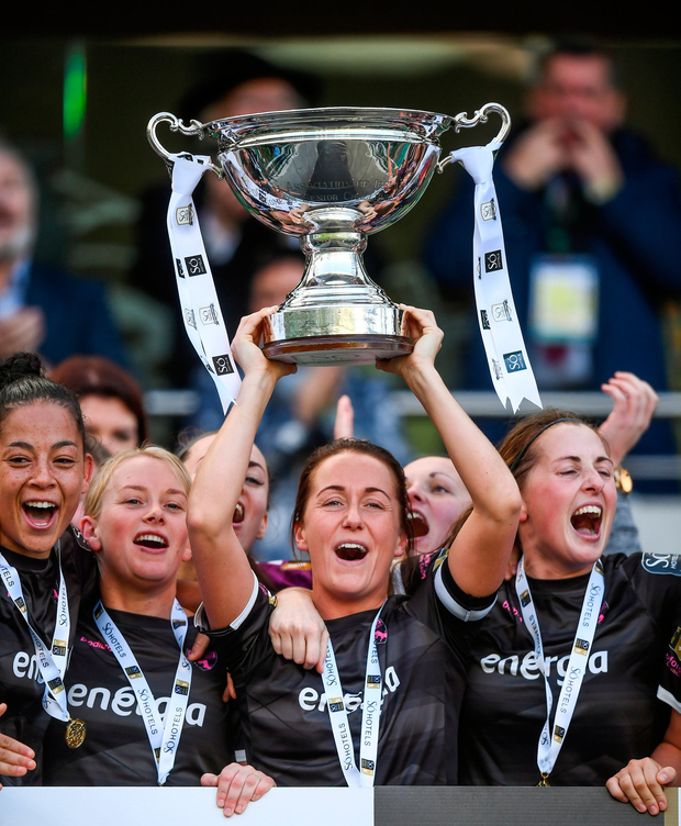 Wexford Youths captain Kylie Murphy, who scored the winner, lifts the cup after her side's triumph. Photo: Stephen McCarthy/Sportsfile