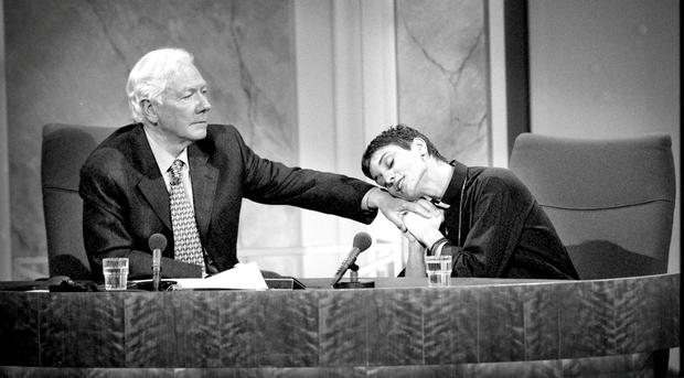 SINEAD O CONNOR ON THE LATE LATE SHOW WITH GAY BYRNE 29/4/1999. PHOTO DAVID CONACHY