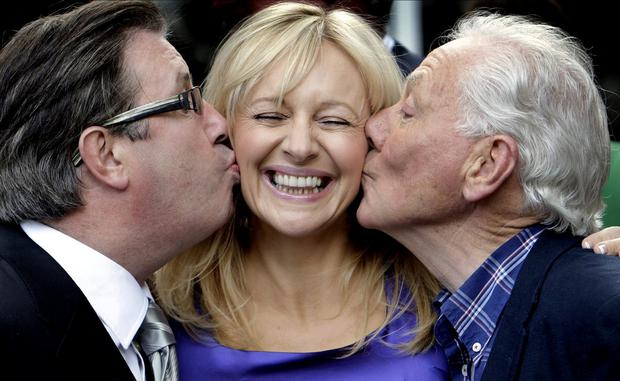 Byrne and fellow radio presenter Gerry Ryan kiss Miriam O'Callaghan at the launch of RTÉ's autumn schedule in 2009. Photo: Steve Humphreys