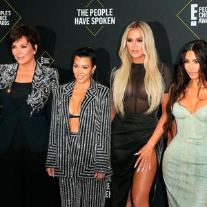 (L-R) Business women/media personality Kris Jenner, Kourtney Kardashian, Khloé Kardashian and Kim Kardashian arrive for the 45th annual E! People's Choice Awards at Barker Hangar in Santa Monica, California, on November 10, 2019. (Photo by Jean-Baptiste Lacroix / AFP)