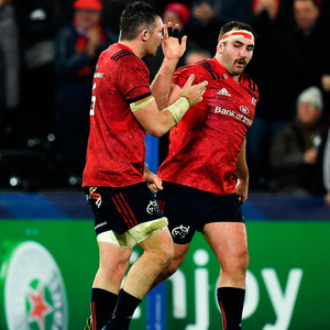 VITAL: Munster's Peter O'Mahony congratulates James Cronin following his late try against Ospreys. Photo by Seb Daly/Sportsfile