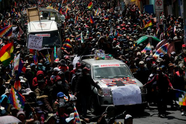 Hundreds of people join a funeral procession for the victims killed during clashes with police at the Senkata fuel plant on November 21, 2019 in La Paz, Bolivia. Photo by Gaston Brito Miserocchi/Getty Images