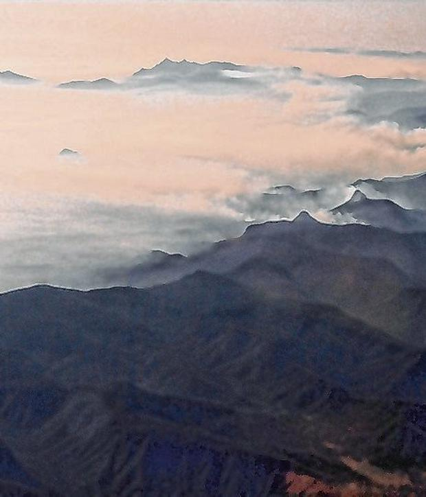 Burning up: Mountains in NSW are shrouded in smoke. Photo: Tracey Nearmy/Reuters