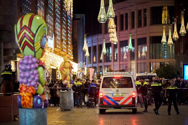 Dutch police block a shopping street after a stabbing incident in the center of The Hague, Netherlands, Friday, November 29, 2019. Photo: AP Photo/Phil Nijhuis
