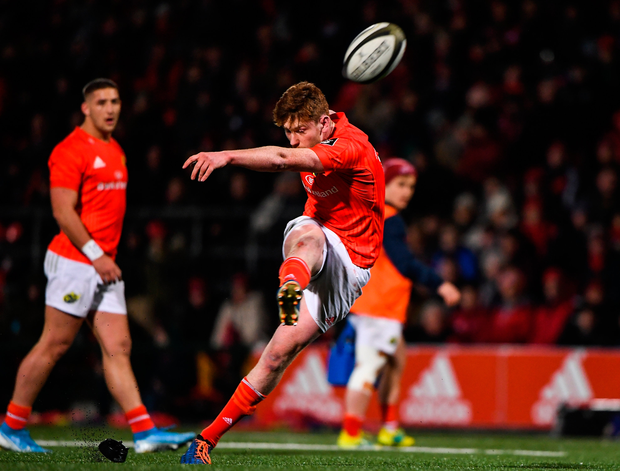 29 November 2019; Ben Healy of Munster kicks a penalty against Edinburgh during the Guinness PRO14 Round 7 match between Munster and Edinburgh at Irish Independent Park in Cork. Photo by Matt Browne/Sportsfile