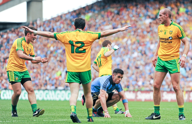 31 August 2014; Michael Darragh MacAuley, Dublin, reacts after watching his shot go wide during the closing stages of the game, surrounded by, left to right, Donegal's Declan Walsh, Ryan McHugh and Neil Gallagher. GAA Football All Ireland Senior Championship, Semi-Final, Dublin v Donegal, Croke Park, Dublin. Picture credit: Tomas Greally / SPORTSFILE