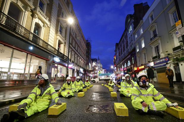 Extinction Rebellion: London and Manchester activists arrested