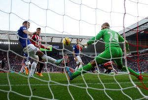 Everton's James McCarthy (L) clears the ball off the line. Photo credit: REUTERS/Andrew Yates