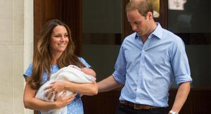 Catherine, Duchess of Cambridge and Prince William, Duke of Cambridge leave The Lindo Wing of St Mary's Hospital with their newborn son at St Mary's Hospital on July 23, 2013 in London, England. (Photo by Samir Hussein/WireImage)