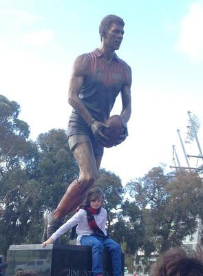 Tiernan Stynes with the statue of his late dad, Jim, unveiled at the MCG