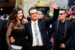Bono from the banc U2 and his wife Ali Hewson , arrive at the 86th Academy Awards in Hollywood, California March 2, 2014.  REUTERS/Mike Blake