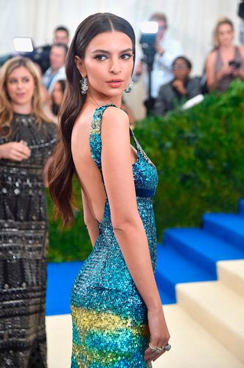 Hot commercial girls with big boobs Emily Ratajkowski Says People Won T Work With Her Because Of Her Big Breasts Is There Such A Thing As Too Sexy Independent Ie