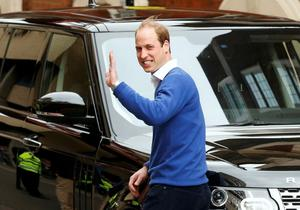 Britain's Prince William waves as he leaves after the birth of his daughter at the Lindo Wing of St Mary's Hospital, in London, Britain May 2, 2015. Britain's Duchess of Cambridge, has given birth to a daughter, the couple's residence Kensington Palace announced on Saturday.   REUTERS/Cathal McNaughton