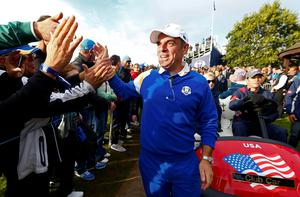 Team Europe captain Paul McGinley and fans celebrate Jamie Donaldson winning his match against U.S. player Keegan Bradley to retain the Ryder Cup for Europe on the 15th green, during the 40th Ryder Cup at Gleneagles in Scotland September 28, 2014.      REUTERS/Eddie Keogh (BRITAIN  - Tags: SPORT GOLF)