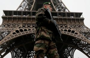"French soldier patrols near the Eiffel Tower in Paris as part of the highest level of ""Vigipirate"" security plan after the shooting at the Paris offices of Charlie Hebdo after gunmen stormed the offices of the weekly satirical magazine Charlie Hebdo, renowned for lampooning radical Islam, killing 12 people, including two police officers in the worst militant attack on French soil in recent decades (REUTERS/Gonzalo Fuentes)"