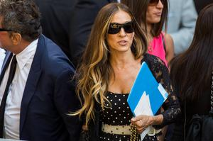 Actress Sarah Jessica Parker departs the funeral of comedian Joan Rivers at Temple Emanu-El in New York September 7, 2014. REUTERS/Lucas Jackson