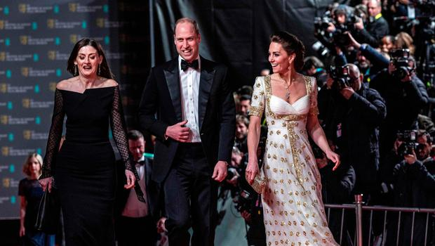 Britain's Prince William, Duke of Cambridge (C) and Britain's Catherine, Duchess of Cambridge (R) attend the BAFTA British Academy Film Awards at the Royal Albert Hall in London on February 2, 2020. (Photo by Jeff Gilbert / POOL / AFP)