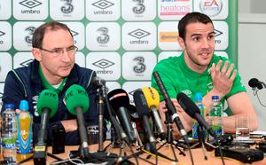 Ireland's John O'Shea speaks with manager Martin O'Neill