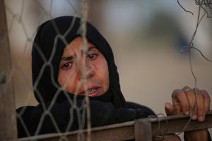 An Iraqi Sunni displaced woman, who fled the violence in the city of Ramadi, is seen on the outskirts of Baghdad, Iraq May 19, 2015. REUTERS/Stringer