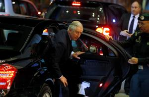 Britain's Prince Charles arrives to offer condolences following the death of Saudi King Abdullah in Riyadh (REUTERS/Faisal Al Nasser)