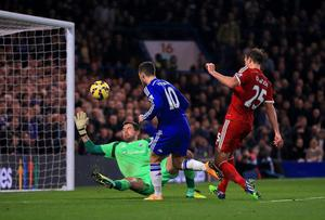 West Bromwich Albion's Ben Foster makes a save form Chelsea's Eden Hazard. Photo credit: Nick Potts/PA Wire
