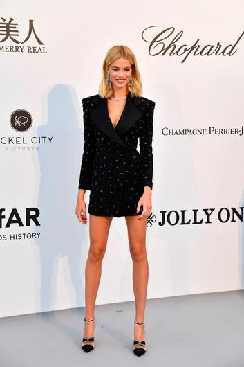US model Hailey Clauson poses as she arrives on May 23, 2019 at the amfAR 26th Annual Cinema Against AIDS gala at the Hotel du Cap-Eden-Roc in Cap d'Antibes, southern France, on the sidelines of the 72nd Cannes Film Festival. (Photo by Alberto PIZZOLI / AFP)