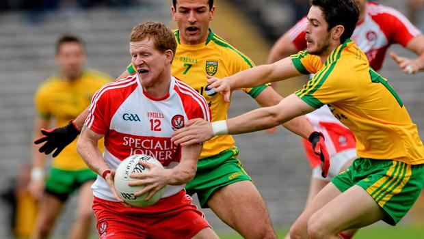 27 June 2015; Enda Lynn, Derry, in action against Frank McGlynn and Ryan McHugh, Donegal. Ulster GAA Football Senior Championship, Semi-Final, Derry v Donegal. St Tiernach's Park, Clones, Co. Monaghan. Picture credit: Oliver McVeigh / SPORTSFILE