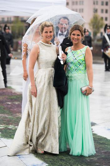 Sophie, Countess of Wessex and princess Märtha Louise of Norway arrive for a gala dinner at the Operahouse in Oslo on May 10, 2017 in celebration of the 80th bithdays of King Harald of Norway and Queen Sonja of Norway. / AFP PHOTO / NTB scanpix