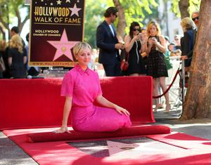 Actress Kaley Cuoco poses with her star on the Hollywood Walk of Fame on October 29, 2014 in Hollywood, California.  (Photo by Mark Davis/Getty Images)