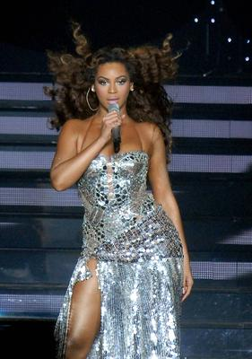 Beyonce performs at The Point in 2007