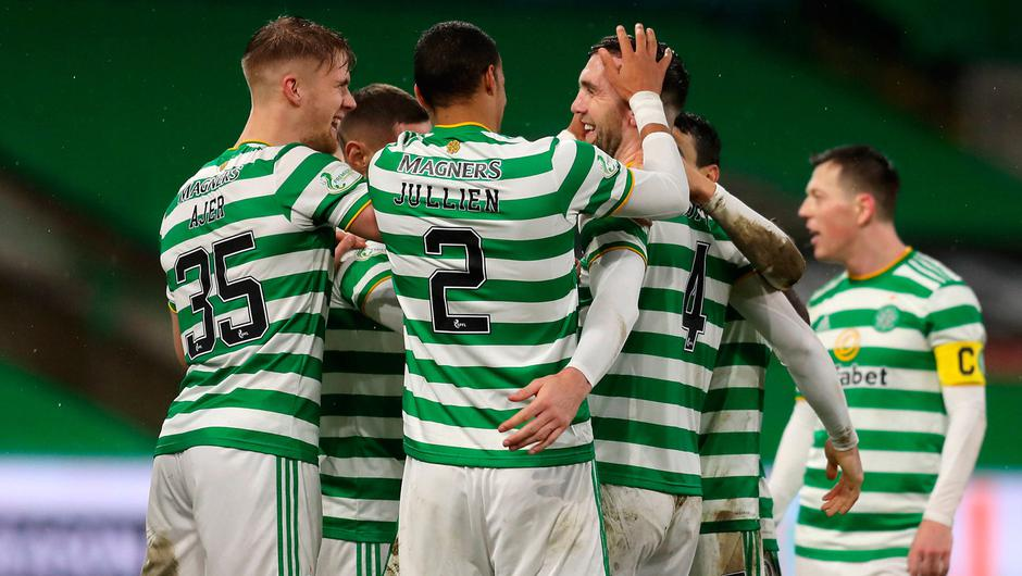 Celtic's Shane Duffy (centre) celebrates scoring his side's second goal