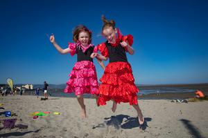 Twins Abagail and Amy McKeever, age 9, Dundalk, enjoying the heatwave at Blackrock beach in Co Louth. Picture:Arthur Carron