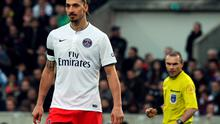 Paris Saint-Germain's Swedish forward Zlatan Ibrahimovic (L) looks on with French referee Lionel Jaffredo in the background
