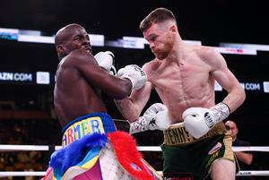 James Tennyson (right) and Tevin Farmer during their IBF World Featherweight title bout at TD Garden in Boston, Massachusetts, USA. Photo by Stephen McCarthy/Sportsfile