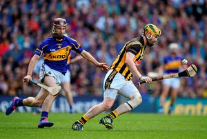 Kilkenny's Richie Hogan controls possession as Paddy Stapleton of Tipperary closes in during the All-Ireland hurling final at Croke Park. Photo: Brendan Moran / SPORTSFILE