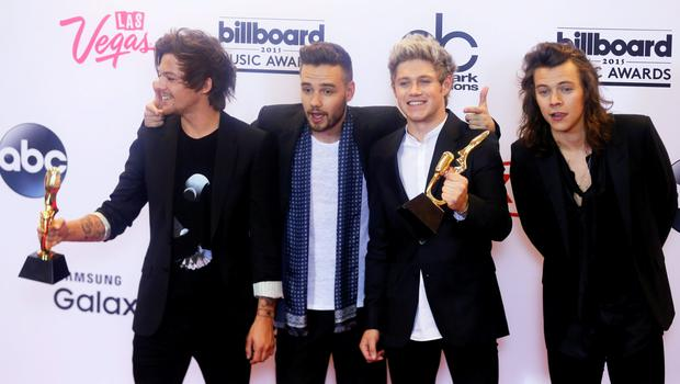 One Direction poses backstage with their awards for Top Duo or Group and Top Touring Band during the 2015 Billboard Music Awards in Las Vegas, Nevada May 17, 2015. REUTERS/L.E. Baskow