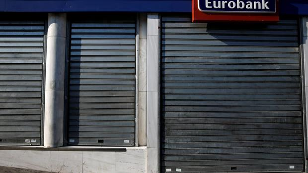 A closed Eurobank branch after the Greek government imposed capital controls at the country's banks in Athens, Greece June 30, 2015. The head of the European Commission made a last-minute offer to try to persuade Greek Prime Minister Alexis Tsipras to accept a bailout deal he has rejected before a referendum on Sunday which EU partners say will be a choice of whether to stay in the euro.  REUTERS/Alkis Konstantinidis