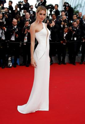 "Model Doutzen Kroes poses on the red carpet as she arrives for the opening ceremony and the screening of the film ""La tete haute"" out of competition during the 68th Cannes Film Festival in Cannes, southern France, May 13, 2015.The 68th edition of the film festival will run from May 13 to May 24.      REUTERS/Eric Gaillard"