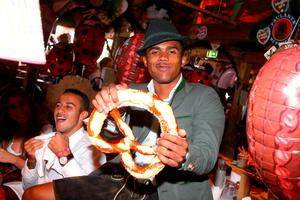 Douglas Costa of FC Bayern Munich poses during a visit at the Oktoberfest in Munich, Germany, September 30, 2015. REUTERS/Alexander Hassenstein/Pool