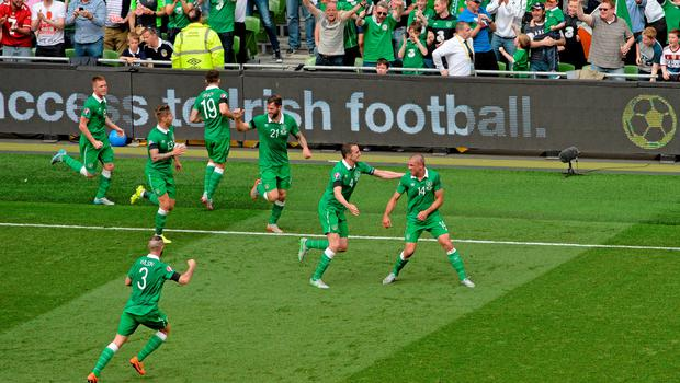 13 June 2015; Jonathan Walters, Republic of Ireland, right, celebrates scoring his side's opening goal of the game with teammates. UEFA EURO 2016 Championship Qualifier, Group D, Republic of Ireland v Scotland, Aviva Stadium, Lansdowne Road, Dublin. Picture credit: Seb Daly / SPORTSFILE